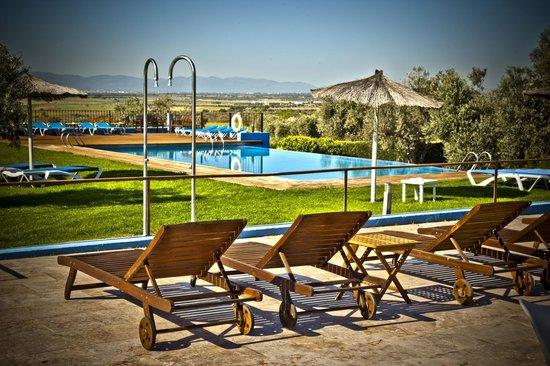 Villa Nazules Hotel Hípica Spa: Piscina y sus vistas