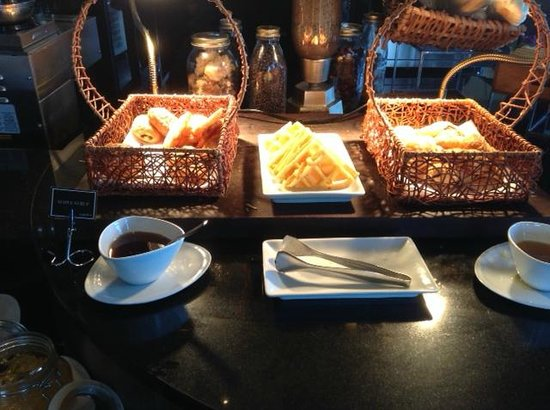 The Continent Hotel Bangkok by Compass Hospitality : Bread selection at breakfast