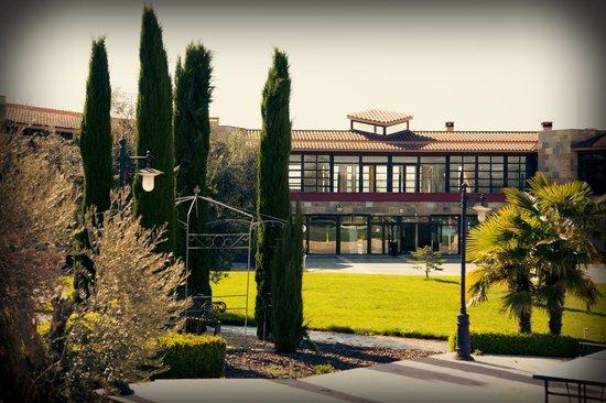 Villa Nazules Hipica Spa: Detalle fachada