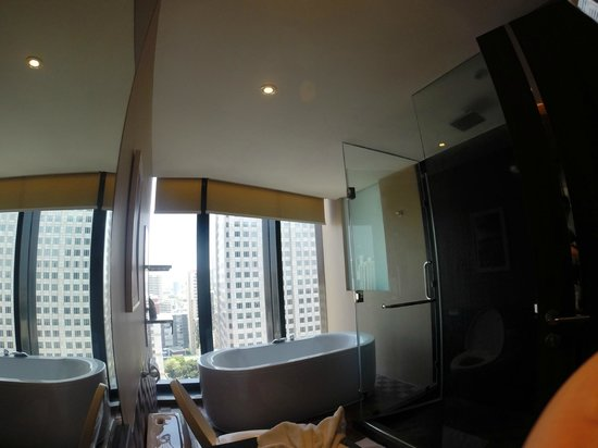 The Continent Hotel Bangkok by Compass Hospitality: bathroom with a view (screen can come down for privacy)