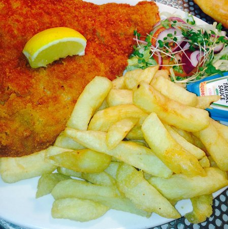 Hen Siop Pont-Y-Pair : Freshly fried Breaded plaice & chips