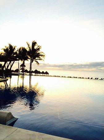 Dreams Riviera Cancun Resort & Spa: Nice daily view. #sunrise