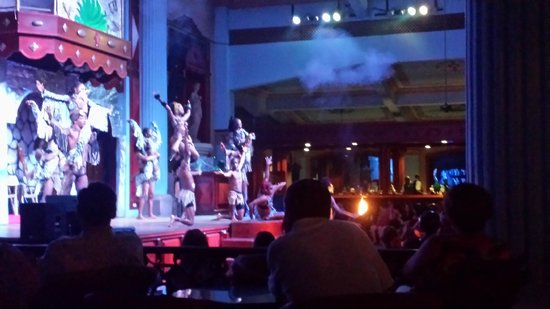 Hotel Riu Negril : African-themed show