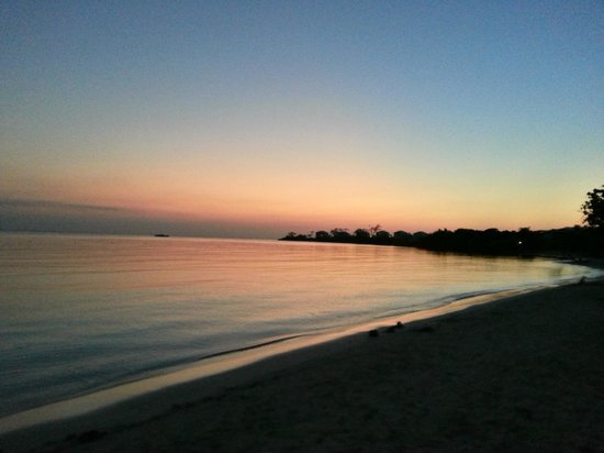 Hotel Riu Negril : sunset on the beach