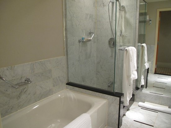 Sofitel Montreal: Bathroom