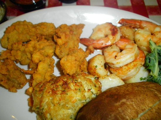 The Crazy Crab: Captains Platter (with fried oysters instead of fish)