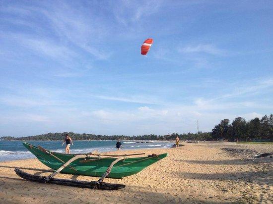 Ranga's Beach Hut: beach out front