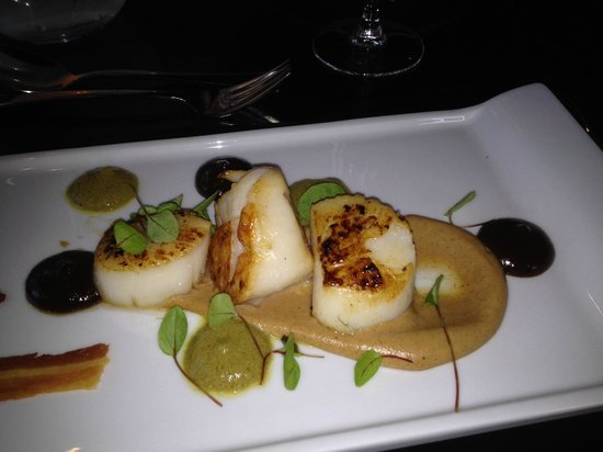 Oscar's Restaurant: Scallops to die for at the Legends