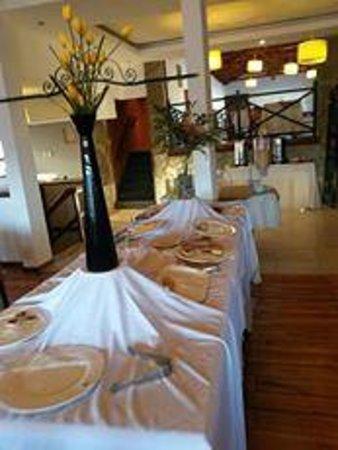 Kalenshen Hotel - Cerro Calafate : lo que queda del desayuno a las 9:31 hs
