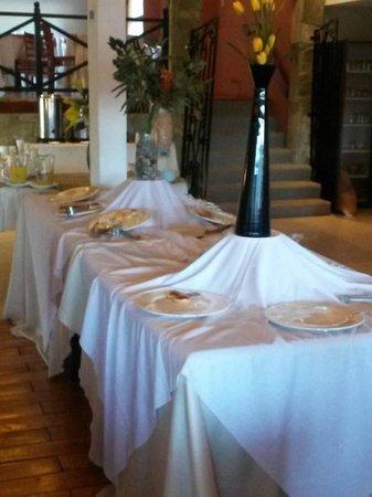 Kalenshen Hotel - Cerro Calafate : lo que queda del desayuno a las 9:30 hs