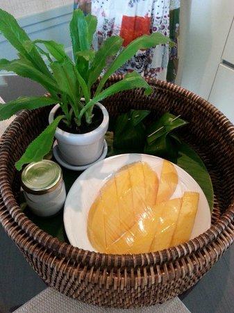 Oriental Residence Bangkok: mango sticky rice upon welcome