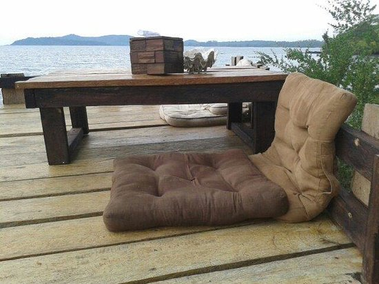 Banana Sunset - Bar and Bungalows: Take a seat and chill out