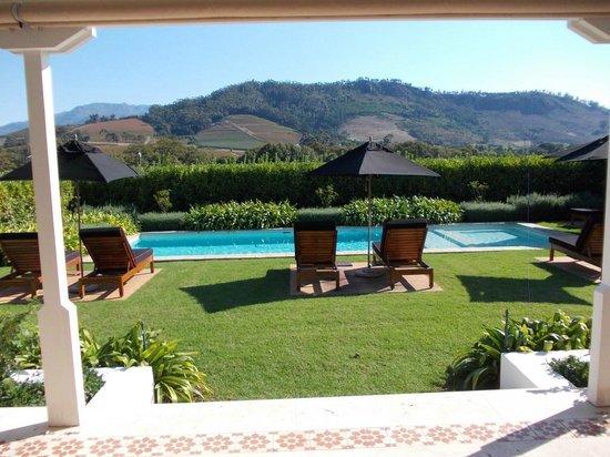 La Cle des Montagnes: Pool Side and Deck Chair