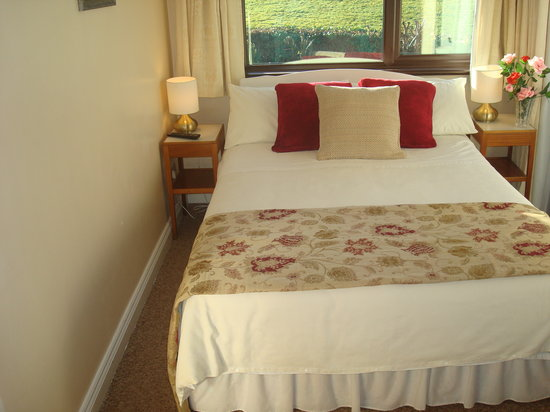 Athlumney Manor B&B: bedroom suite