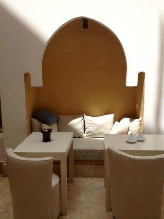 Dar Maya: patio/breakfast place