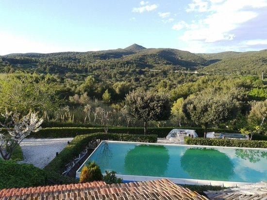Hotel Leopoldo: Vista dall'appartamento verso la piscina e sullo sfondo Poggio Pelato