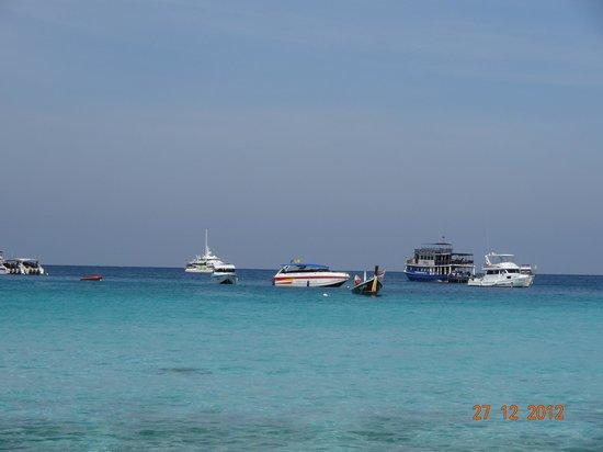Koh Racha Yai : Добираются сюда на таких катерах