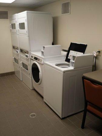 HYATT house Atlanta/Cobb Galleria: Laundry Room