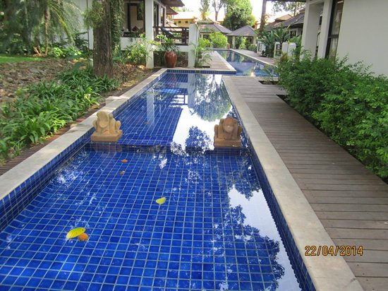 Chang Buri Resort and Spa: Surround swimming pool