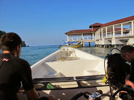 Ombak Inn Chalet: Heading out to dive with Ombak Divers
