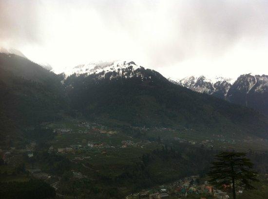 Pause at Manali: View