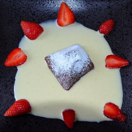 Domaine de l'Oie Rouge : Fondant au chocolat crème anglaise au Cointreau et fraises