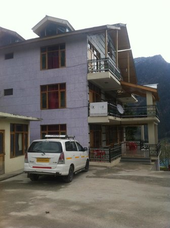 Pause at Manali: outside view