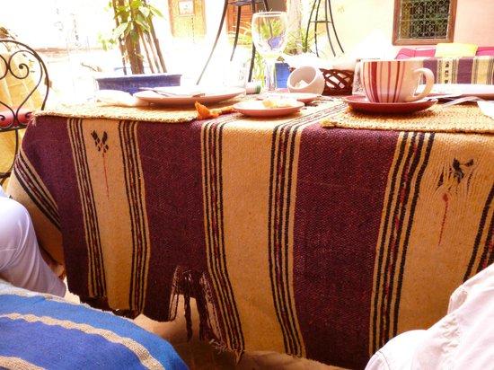 Dar Lila : la table du petit déjeuner, pas très ragoûtant...
