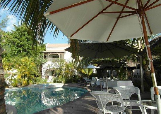 The Bay : Espace piscine et restauration