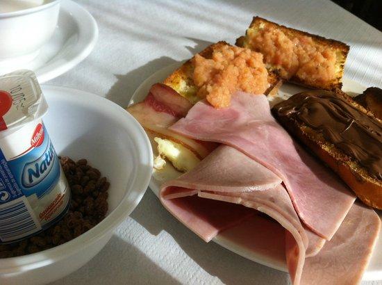Playa Miramar : Desayuno bufé realmente desaconsejable