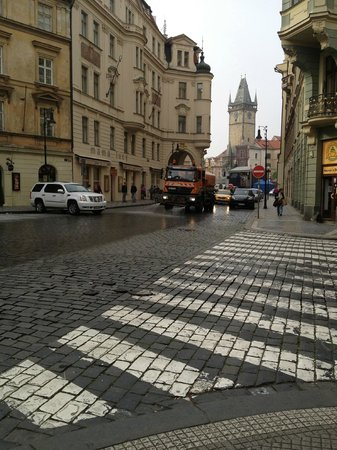 Stare Miasto : The secret of cleanliness - Prague waters the dirt of the night away