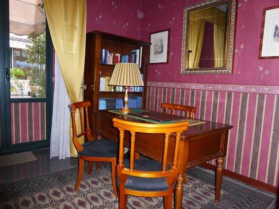 Hotel Villa Romeo: Leseraum