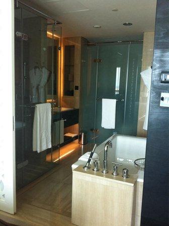 Sofitel Abu Dhabi Corniche: Bathroom
