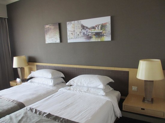 Hotel Equatorial Melaka: room