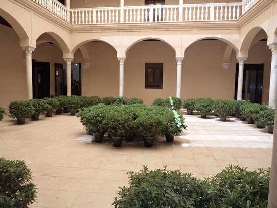 Museo Picasso Málaga: Inside the courtyard
