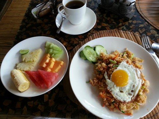 Hôtel Uyah Amed & Spa Resort : Indonesisches Frühstück