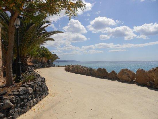 Hotel R2 Pajara Beach: chemin le long de l'hotel
