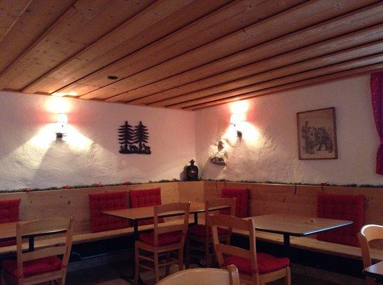 Auberge de L'Ours : Carnotzet env. 20 places