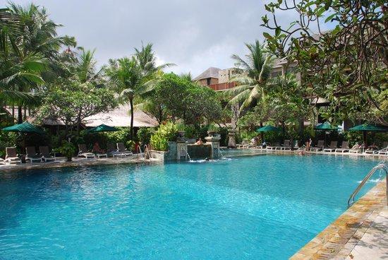 Legian Beach Hotel: piscine