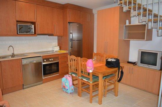 Enginy Apartaments : Kitchen
