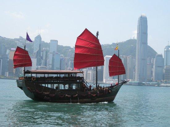 Metropark Park Hotel Kowloon : HK harbour