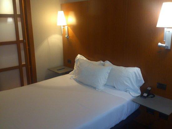 AC Hotel Lleida: Habitación