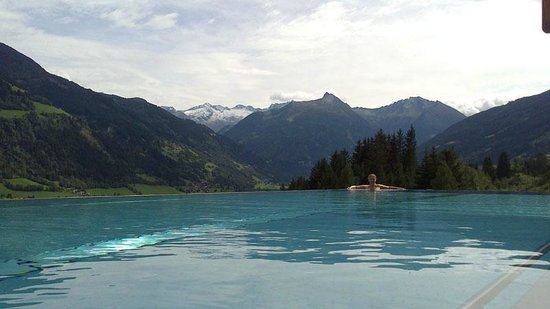 infinity pool mit traumblick bild von das goldberg bad hofgastein tripadvisor. Black Bedroom Furniture Sets. Home Design Ideas