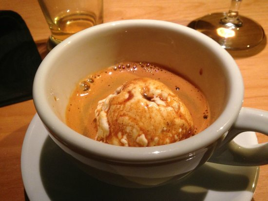 Mercato Bar & Kitchen: Dessert of course - Espresso over vanilla ice cream