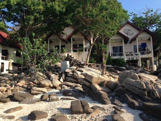 Sunrise Villas Resort : View off the rocks