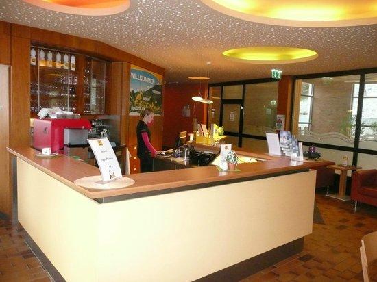 JUFA Hotel Semmering: Reception/Lobby