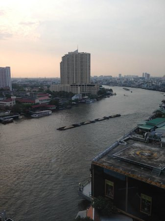 Royal Orchid Sheraton Hotel & Towers : View from the 16th floor
