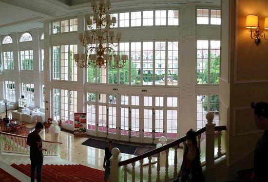 Gardaland Hotel : Vista dalla scalinata interna