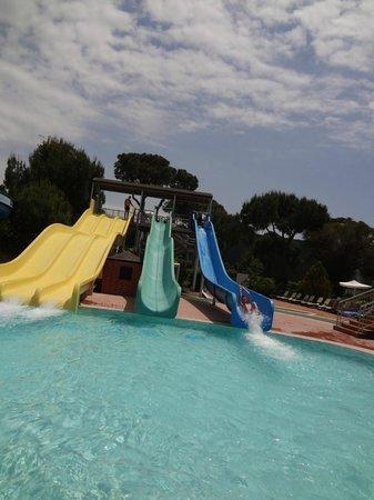 Maritim Pine Beach Resort: Водные горки