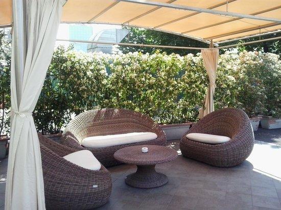 The Hub Hotel: Altro scorcio giardino attrezzato